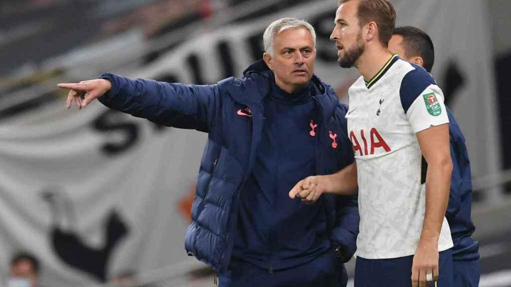 Mourinho y Kane, en un partido del Tottenham de la temporada 2020/2021