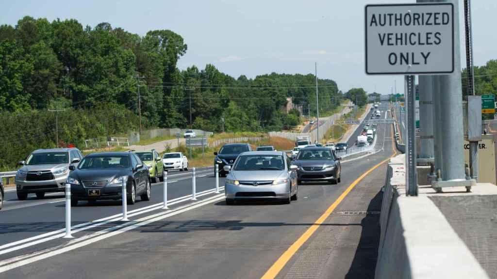 Imagen de la autopista estadounidense I-77 en Carolina del Norte (EE. UU.).