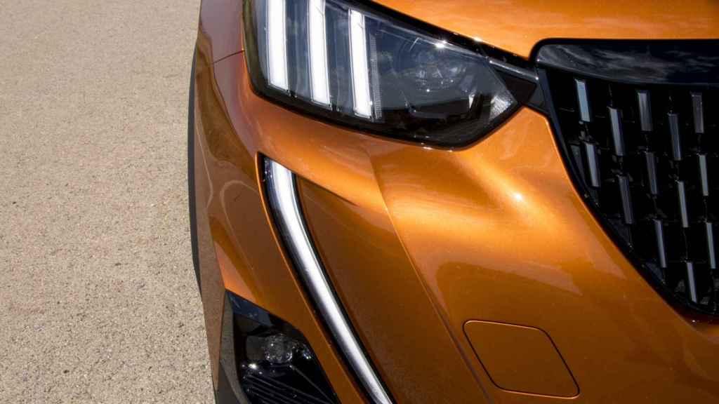 Imagen de los grupos ópticos del coche.