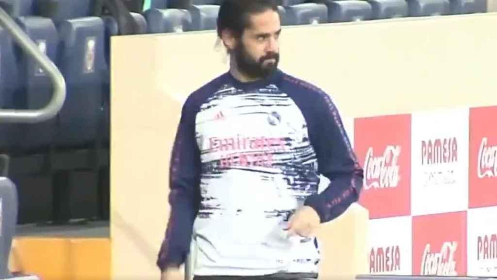 Isco Alarcón, en el Estadio de la Cerámica durante su calentamiento en el Villarreal - Real Madrid