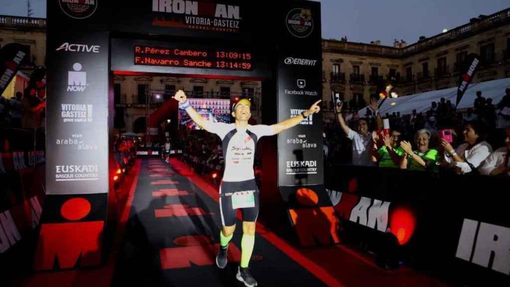 Raúl Pérez completando los dos Ironman en un solo día
