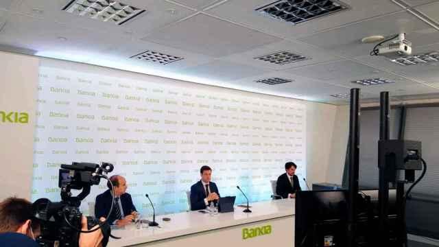 Bankia celebra un encuentro online con accionistas para explicar la fusión.