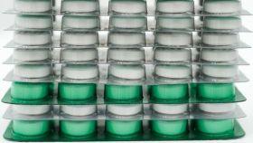 El producto se vende como presuntas píldoras herbales.