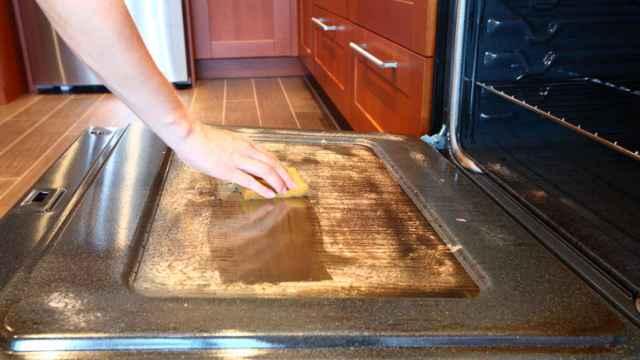 Limpiar el horno con bicarbonato en pocos pasos