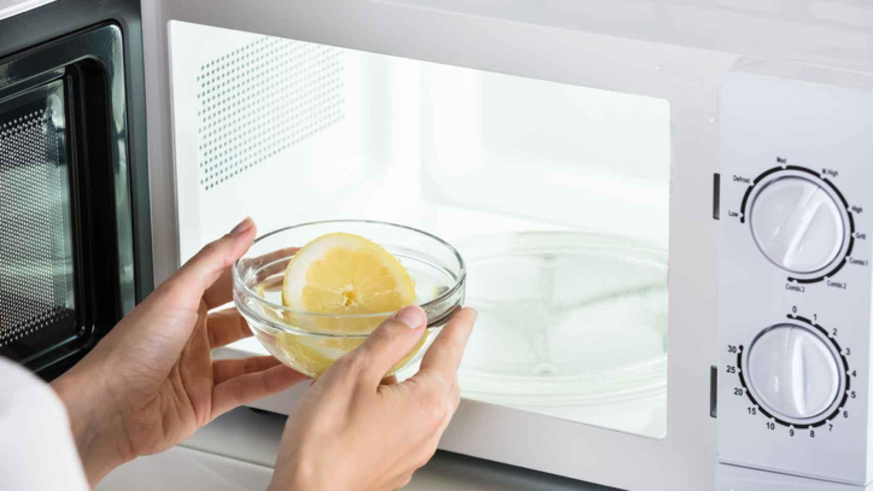 Cómo Limpiar El Microondas Con Limón En Un Minuto Quedará Impecable