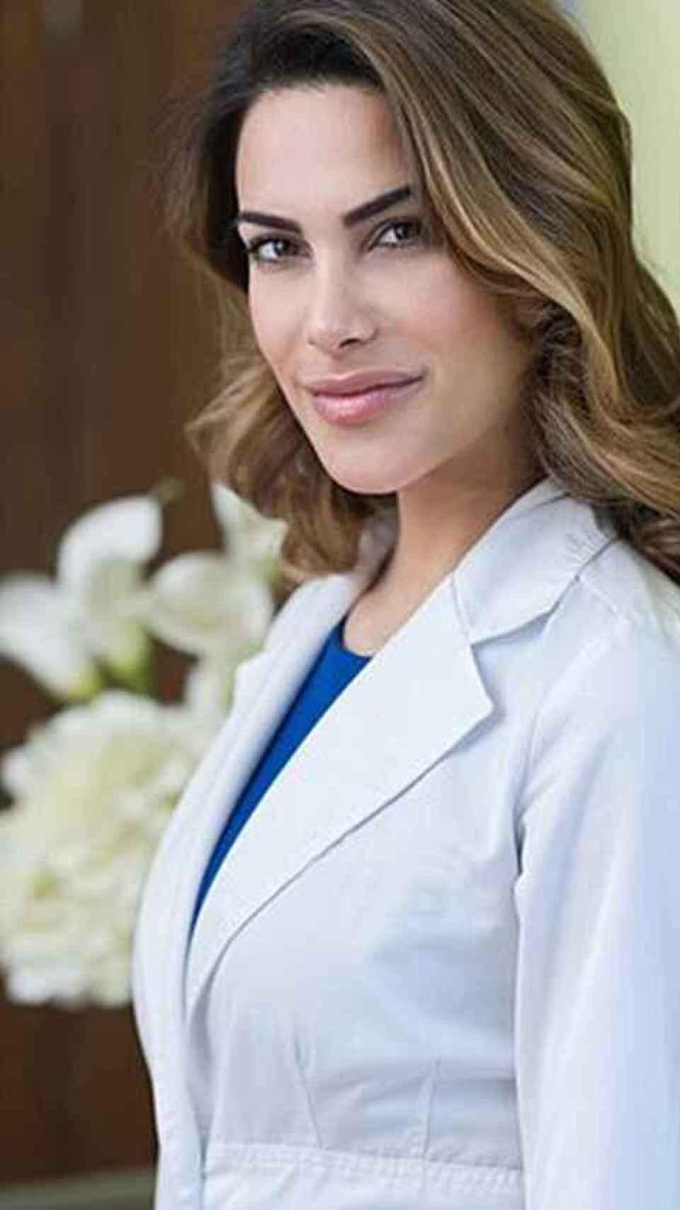 Carla Barber posando en uno de sus centros médicos.