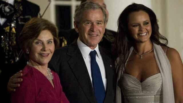 Shaila Dúrcal junto a George W. Bush y su esposa, Laura Bush.