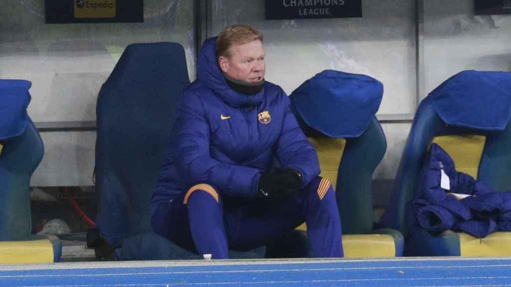 Ronald Koeman, en el banquillo durante el DInamo de Kiev - Barcelona