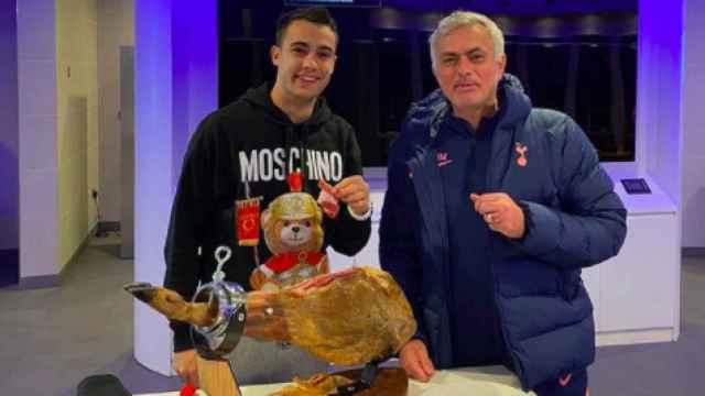 Mourinho en su máxima expresión: le regala a Reguilón un jamón de 500 libras por una promesa