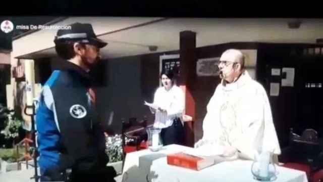 Intervención policial durante una misa en Madrid el pasado abril/