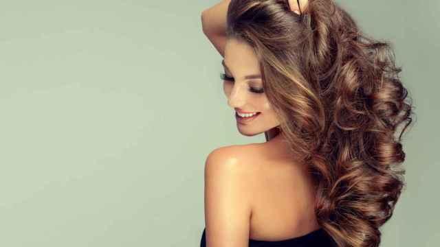 'Curly Hair Method' o cómo rizar el cabello con una camiseta según TikTok