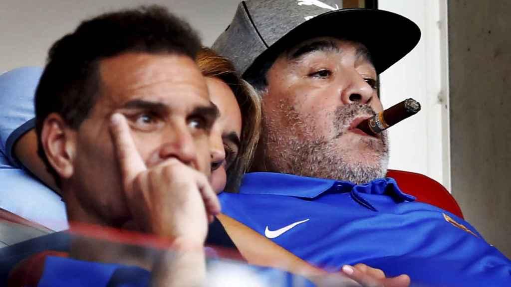 Maradona, en un partido de la liga holandesa.