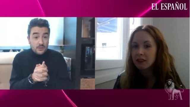 Jesús Carmona y Ane Olabarrieta durante la grabación del kiosco rosa.