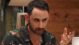 Pedro ha lucido sombrero, uñas pintadas y 'eyeliner' en su cita con Victoria.