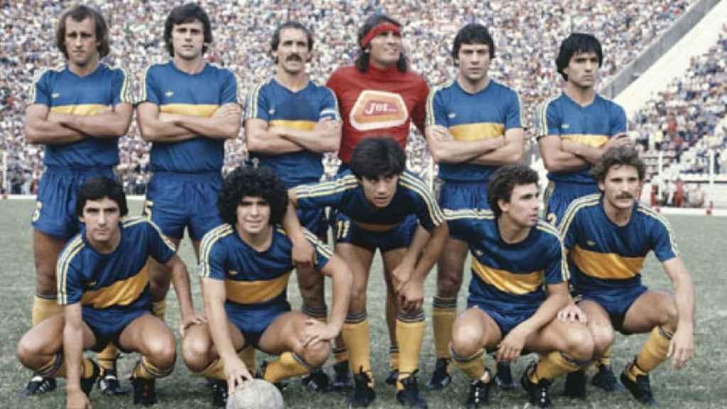 Maradona, recién llegado a Boca Juniors en 1981 para completar un equipo de ensueño junto al 'Loco' Gatti, Ruggeri, Brindisi, Gareca...
