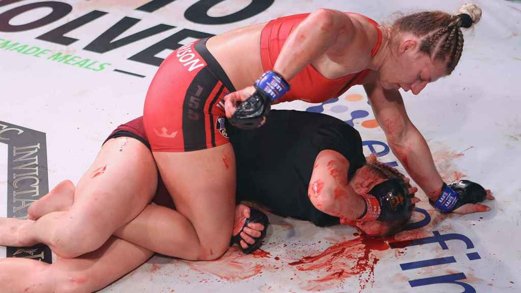 Kayla Harrison durante su pelea frente a Courtney King. Foto: Twitter (@InvictaFights)