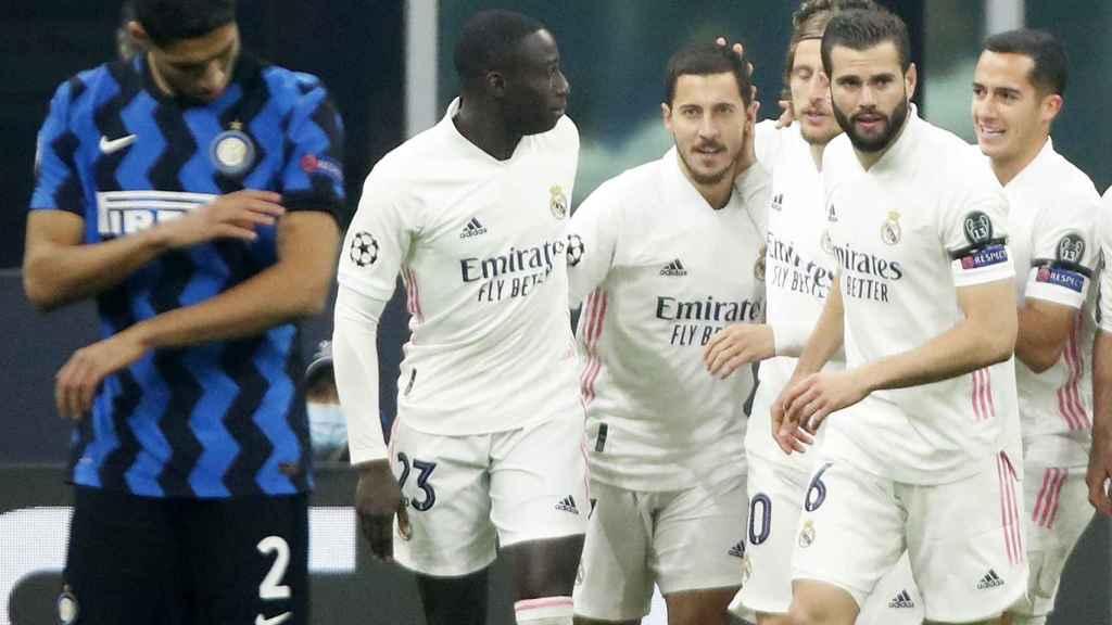 Los jugadores del Real Madrid celebran el gol de Hazard al Inter de Milán