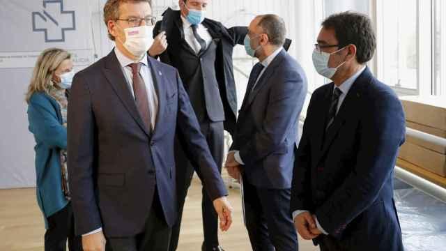 El presidente de la Xunta de Galicia, Alberto Núñez Feijóo, visita un centro de salud en el municipio pontevedrés de A Estrada.