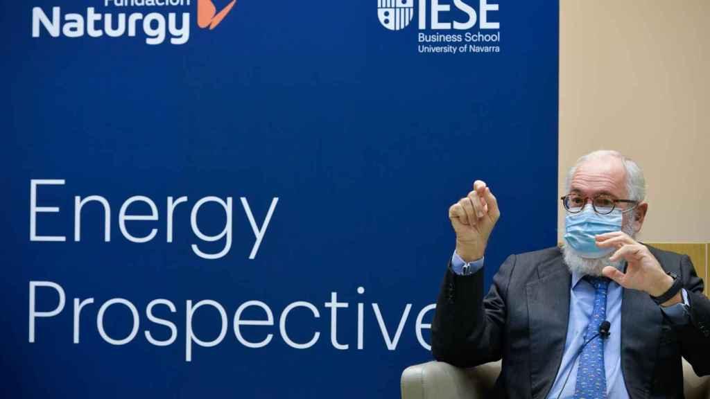 Arias Cañete advierte de que el Covid puede llevar a un cumplimiento ficticio de los objetivos de renovables