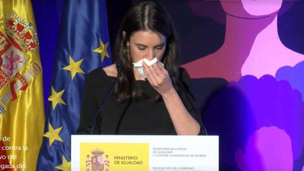 Irene Montero rompe a llorar en el acto contra la violencia de género.