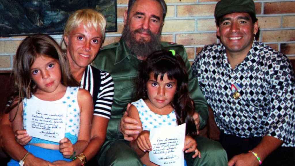 """Diego Armando Maradona, el revolucionario que consideró a Fidel Castro su  """"segundo padre"""""""