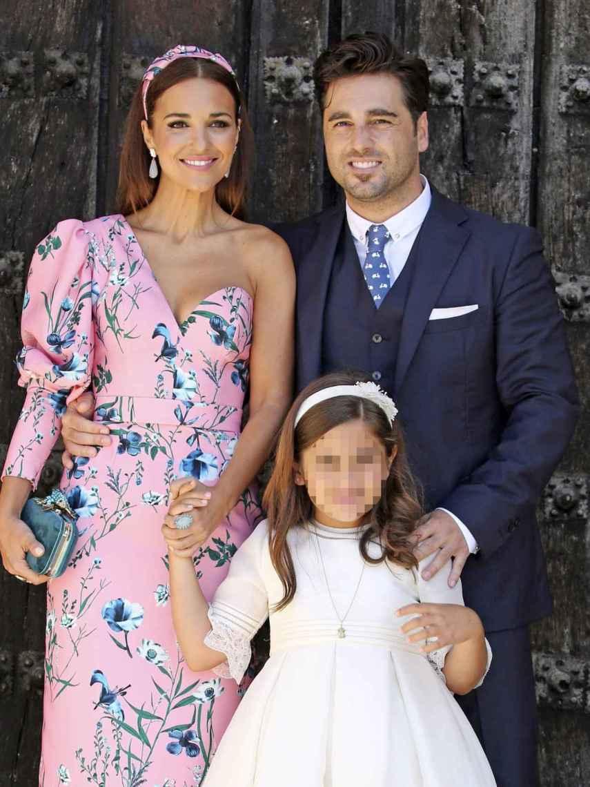 Paula Echevarría y David Bustamante junto a Daniella en el día de su Comunión.
