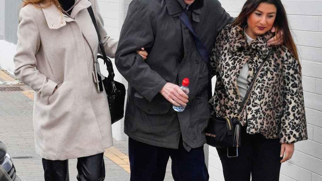 Irene Rosales junto a su padre.