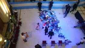 Tensión en la Casa Rosada: los disturbios obligan a retirar el féretro de Maradona