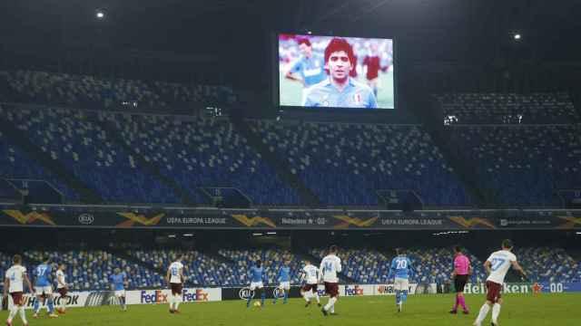 Imagen de Maradona en el estadio del Nápoles