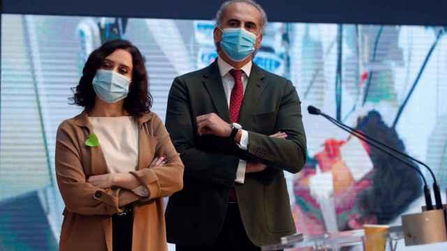 La presidenta de la Comunidad de Madrid, Isabel Díaz Ayuso, y el consejero de Sanidad, Enrique Ruiz Escudero.