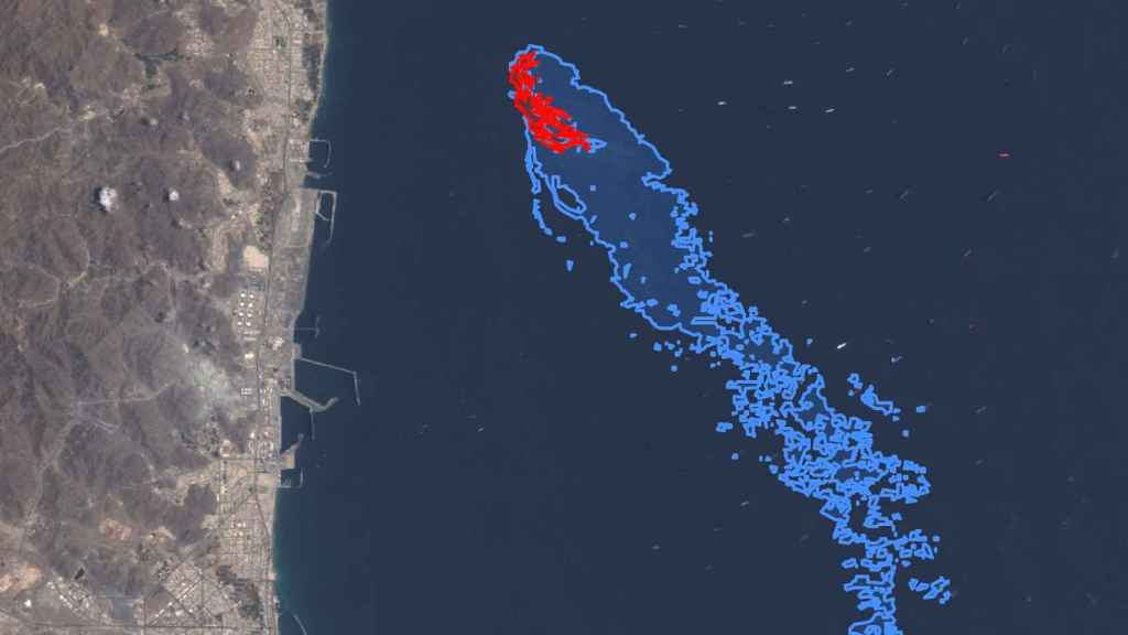 Detección de un derrame de hidrocarburos en Emiratos Árabes.