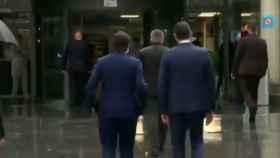 Pedro Sánchez  y Salvador Illa este viernes a su llegada al Hospital de La Paz de Madrid.