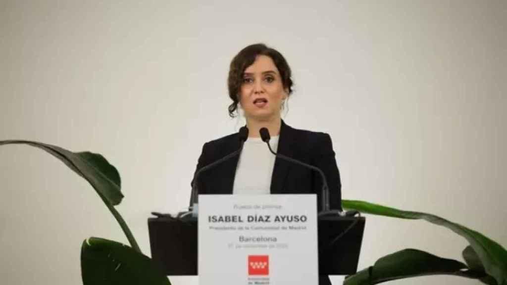 La presidenta de la Comunidad de Madrid, Isabel Díaz Ayuso, en rueda de prensa en Barcelona. EP