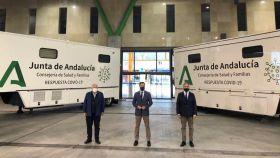 Aguirre, Moreno y Bendodo ante los nuevos camiones