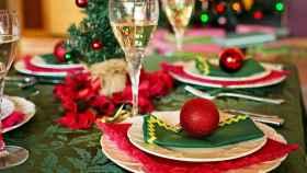 Una mesa navideña.