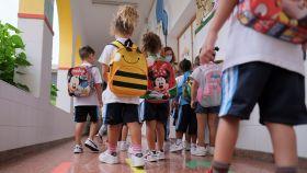 Sólo un 8% de los menores con covid transmiten la enfermedad, según un estudio.