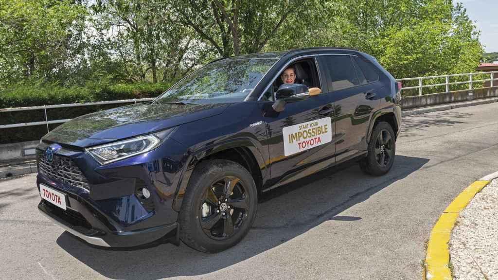 El coche elegido por Carolina Marín es un Toyota RAV4.