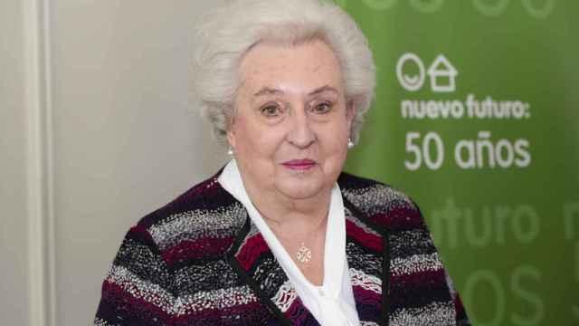 Simoneta Gómez Acebo, Margarita Vargas y parte del equipo organizador del armario solidario Nuevo Futuro.