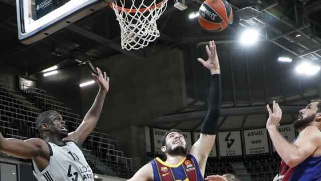 Abrines anotando ante el ASVEL