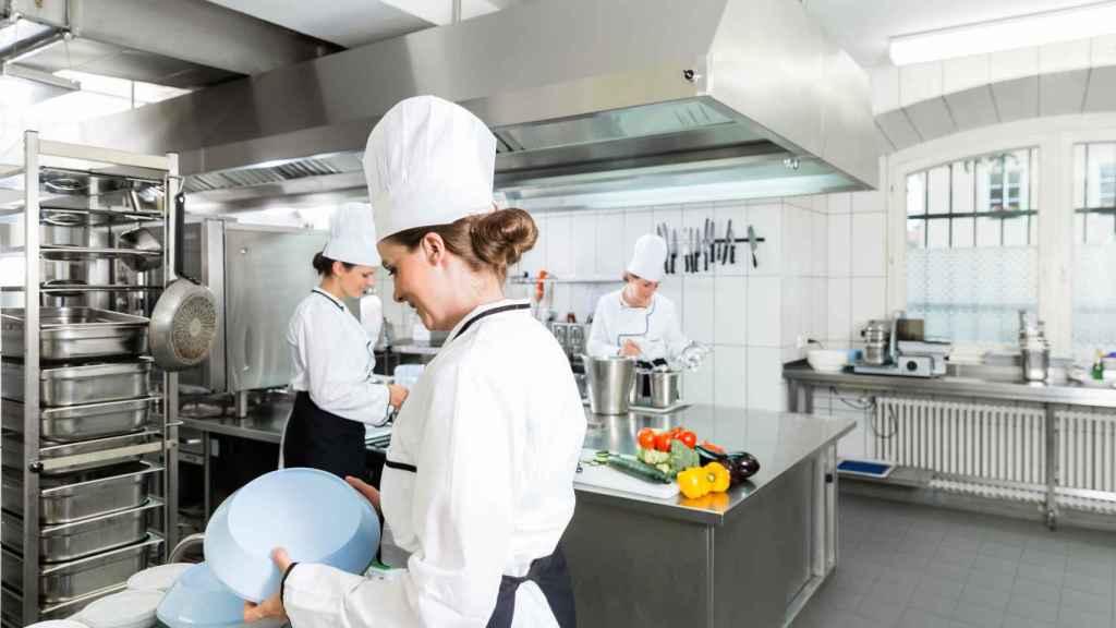 Cocina industrial con el pavimento antibacteriano Bistop de Rosa Gres