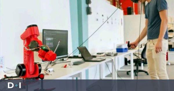 Este brazo robótico está teleoperado con ayuda de realidad virtual