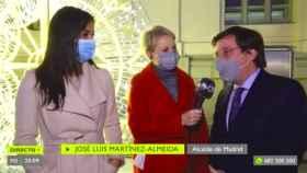 Villacís, Galván y Martínez-Almeida durante la conexión en directo.