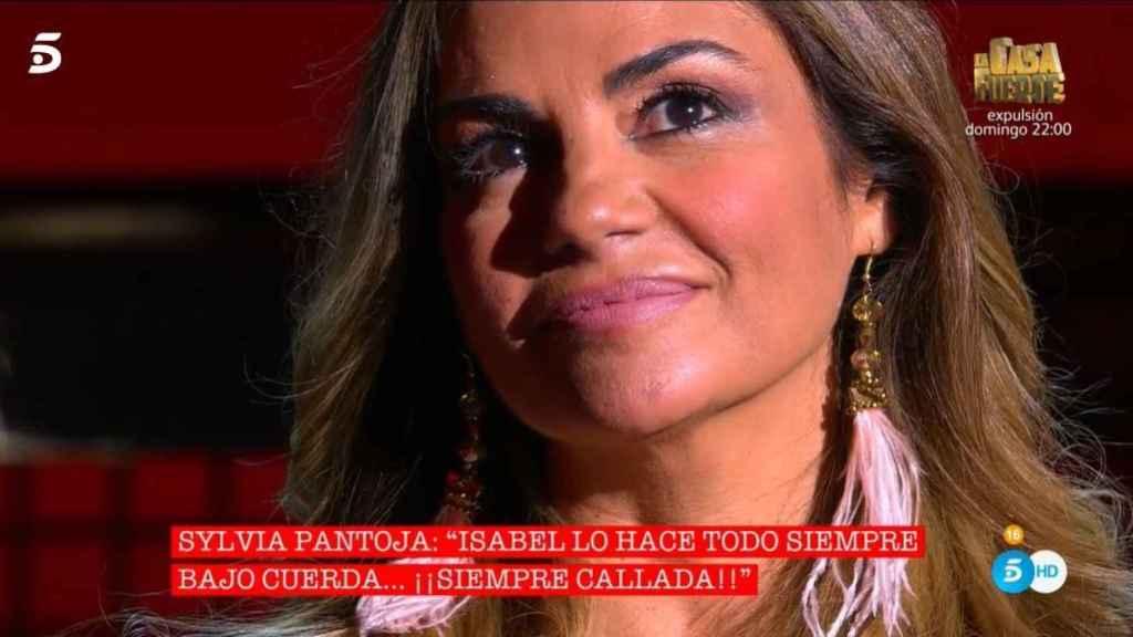 Sylvia emocionada en el plató de Telecinco.
