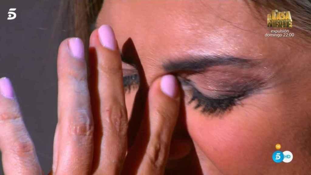 La prima de Isabel Pantoja rota de dolor.