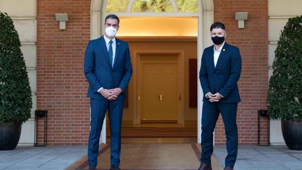 Pedro Sánchez y Gabriel Rufián antes de su reunión en Moncloa.