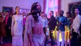 Conchita Wurt en la película de 'Eurovisión' (Netflix)