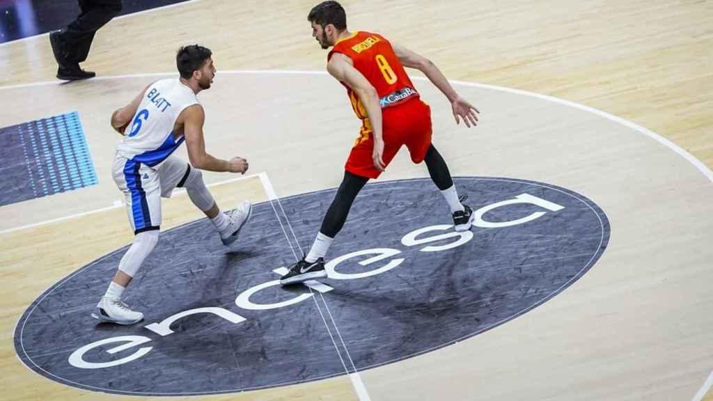 Darío Brizuela defiende una acción de Blatt