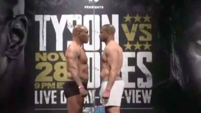 Mike Tyson vs. Roy Jones Jr, durante el pesaje de su pelea