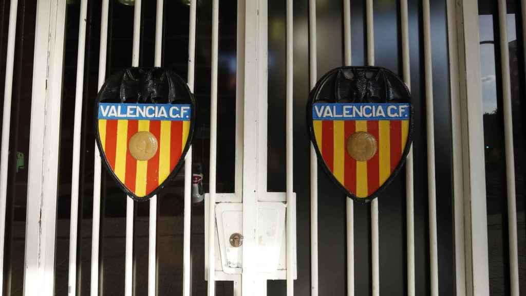 Escudo del Valencia en Mestalla