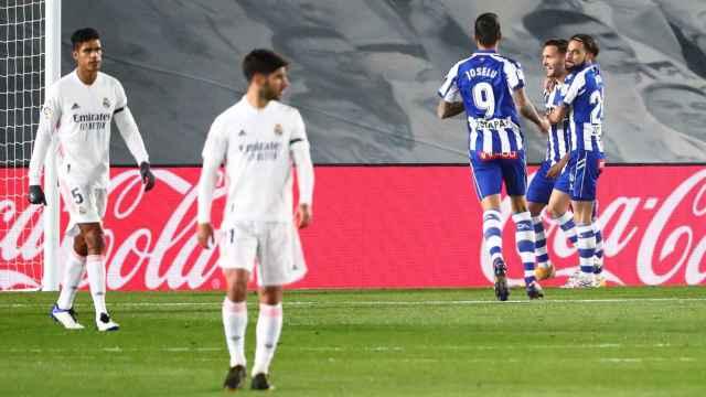 Los jugadores del Deportivo Alavés celebran el gol de Lucas Pérez